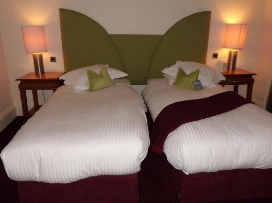 The Bonham Hotel: chambre standard lits jumeaux