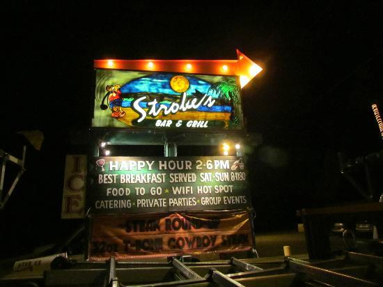 Stroke's Bar & Grill: Front of Strokes