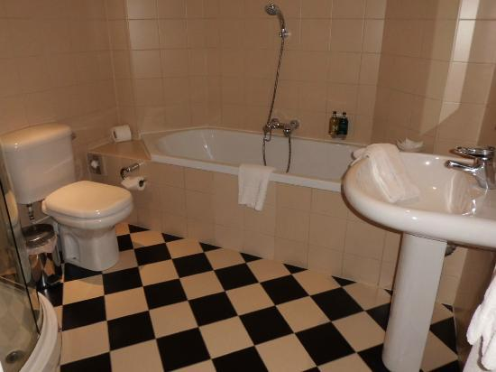 The Bonham Hotel: salle de bains