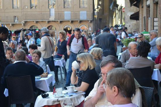 Antico Borgo di Tignano: Sipping cappucino in Siena