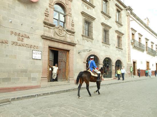 El Jardin de Allende: Walk or ride OCT2012