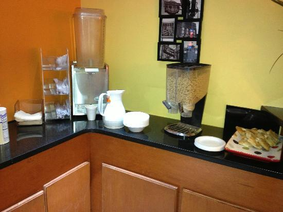 Vista Inn & Suites Memphis : This is the breakfast