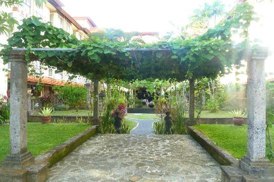 Sanur Paradise Plaza Hotel: El jardin