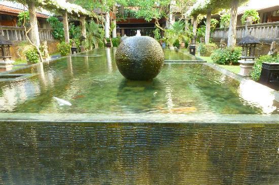 Sanur Paradise Plaza Hotel: Jardin