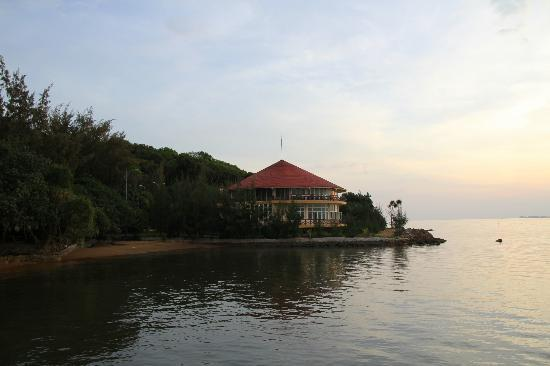 Nui Den Resort