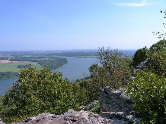 Petit Jean State Park: View from Petit Jean Mountain