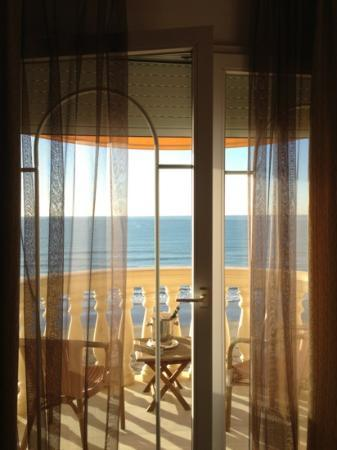 Urh Sitges Playa Hotel: early morning in our room
