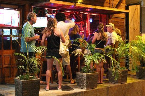 Hotel Bocas del Toro Restaurant : Happy Hour at Bocas del Toro Restaurant & Bar