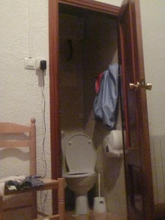 Equity Point Madrid Hostel: Il bagno era piccolissimo!