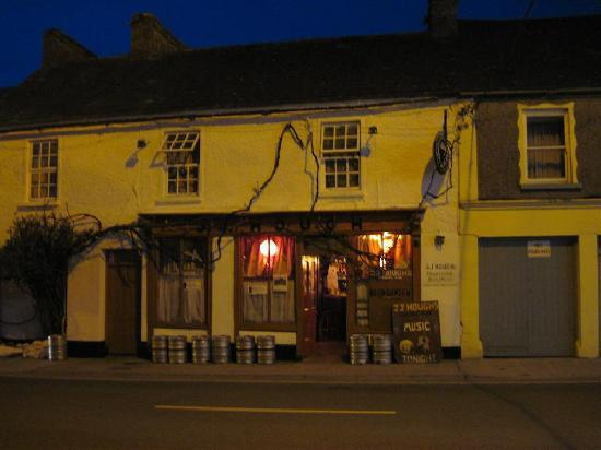 J.J. Hough's Singing Pub