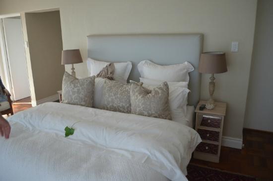 Hermanus Beach Villa: letto