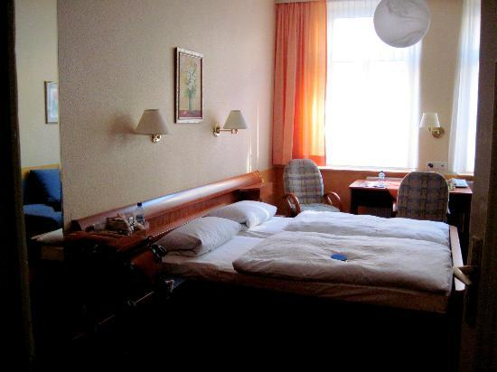 Hotel Garni Probst: Room 203 - spacious for the price