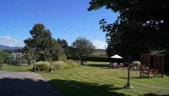 The Hermitage Guest House: Garden with Cairngorms beyond