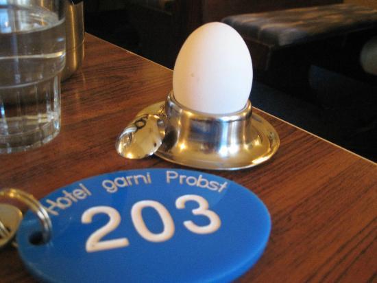 Hotel Garni Probst: Breakfast eggs made to order