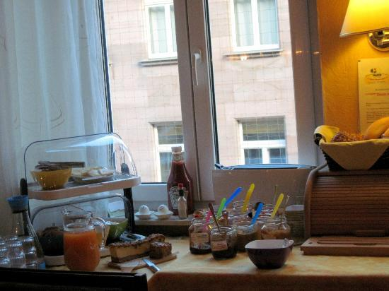 Hotel Garni Probst: Breakfast servings