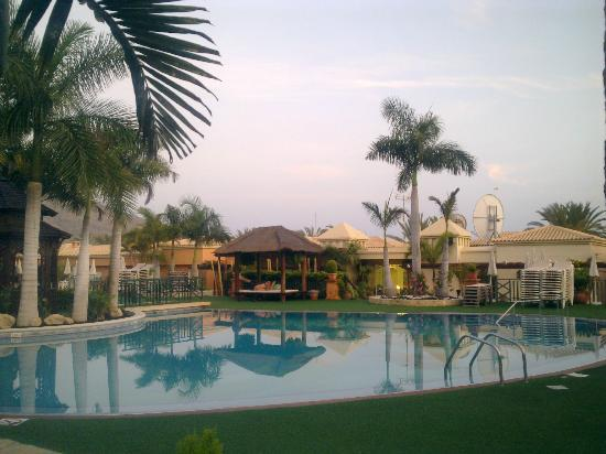 Green Garden Resort & Suites: Pool View