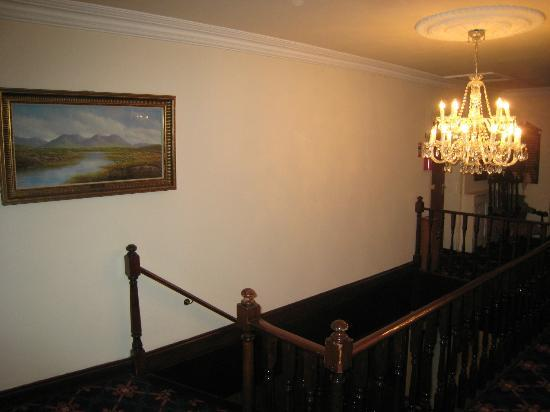 Abbeyglen Castle Hotel: Second floor landing