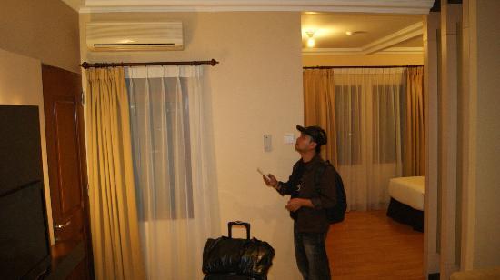 Grand Setiabudi Hotel: checking the aircond