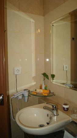 Grand Setiabudi Hotel: bathroom 