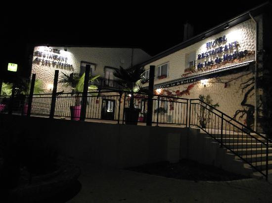 Hotel du Lac de Madine: L'hôtel le soir.