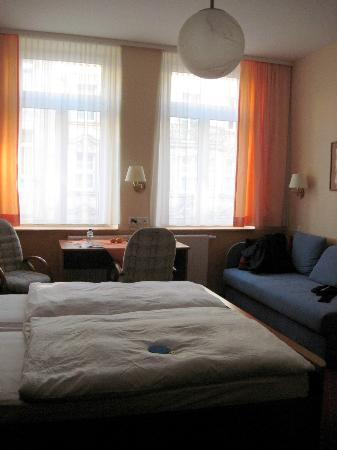Hotel Garni Probst: room 203 with couch