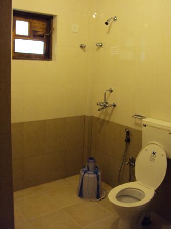 Dona Julia: Spacious bathroom