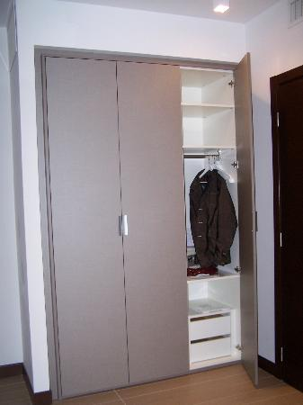 Residence Hotel Parioli: Storage spaces was perfect.