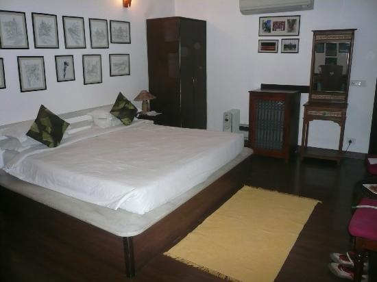Shanti Home: Oh Calcutta bedroom