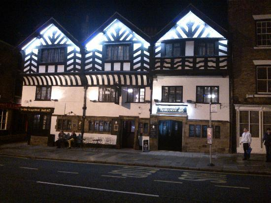 Ye Olde King's Head: night view