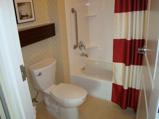 Residence Inn Port St. Lucie: Bathroom.