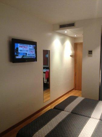 Hotel Bed4U Tudela: Habitación con TV de plasma