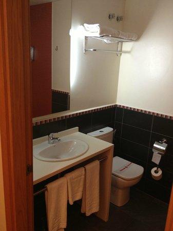 Hotel Bed4U Tudela: Detalle del baño