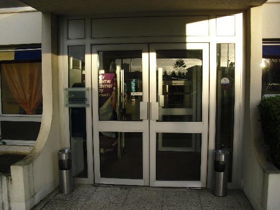 Ibis Styles Orleans: Puerta: modernísima
