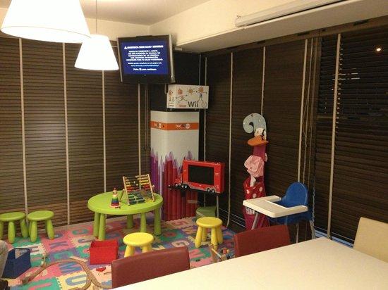 Hotel Bed4U Tudela : Zona de juegos y WII