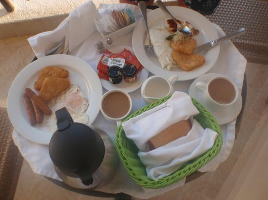 Dreams Riviera Cancun Resort & Spa: room service breakfast