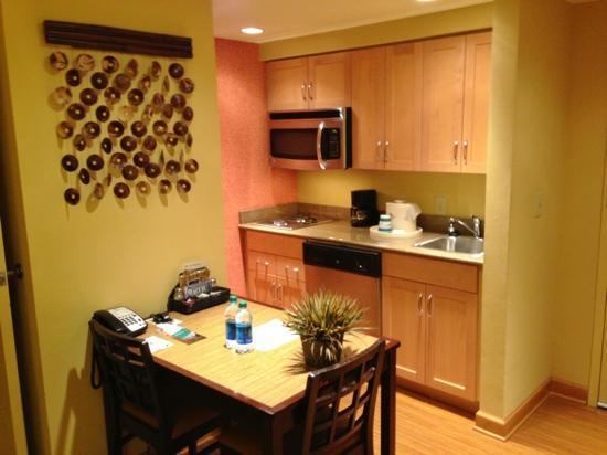 Homewood Suites by Hilton Columbus: Kitchen