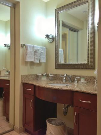 Homewood Suites by Hilton Columbus: Bathroom