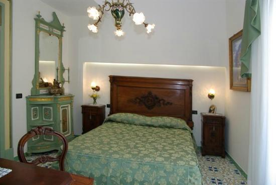 Old Taverna Sorrentina B&B: Suite Amalfi
