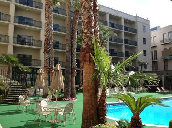 Menger Hotel: Pool Area