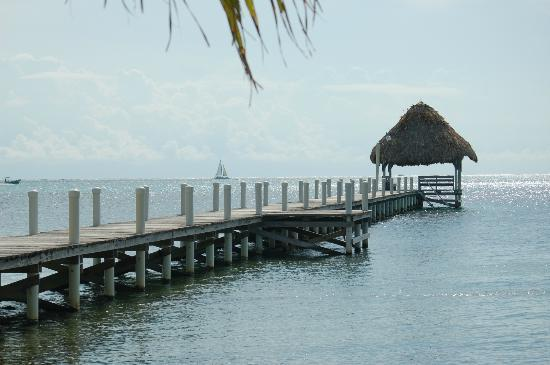 Pelican Reef Villas Resort: pier