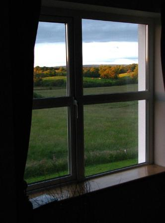 Ballintogher, Irland: View from guestroom window