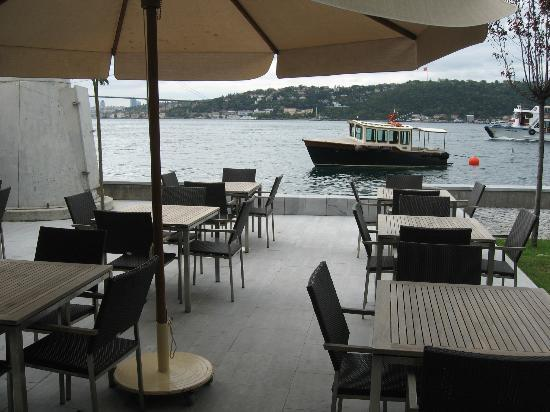Sumahan on the Water : Bosphorus view from the dining deck