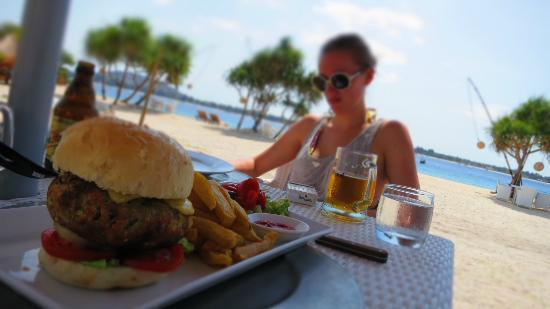 MAHAMAYA Gili Meno: Beet fillet burger