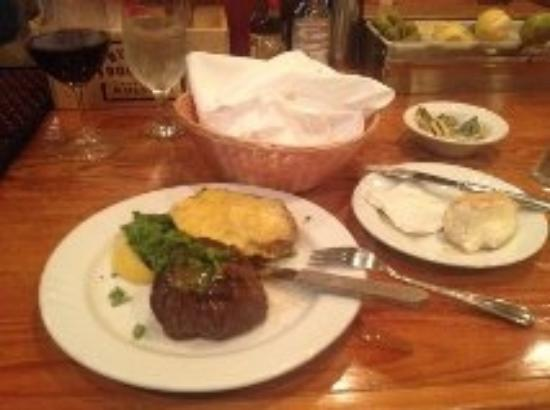Louisiana Lagniappe Restaurant: Possibly the worst steak and twice baked I ever had