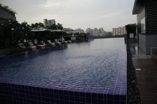 The Westin Pune Koregaon Park: pool2