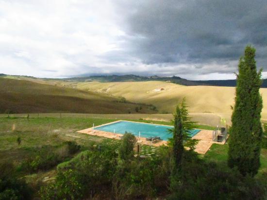 Agriturismo I Savelli: La piscina dell'agriturismo con splendida vista