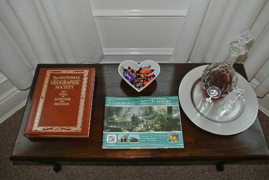 Morwendon House: Sherry and chocolates!
