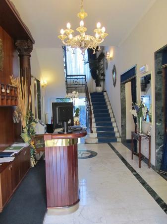 Hotel Navy: hall