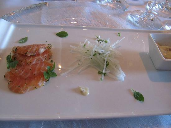 Maki: First dish: salmon