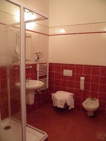 Hotel Golden deer: Salle d'eau chambre 11